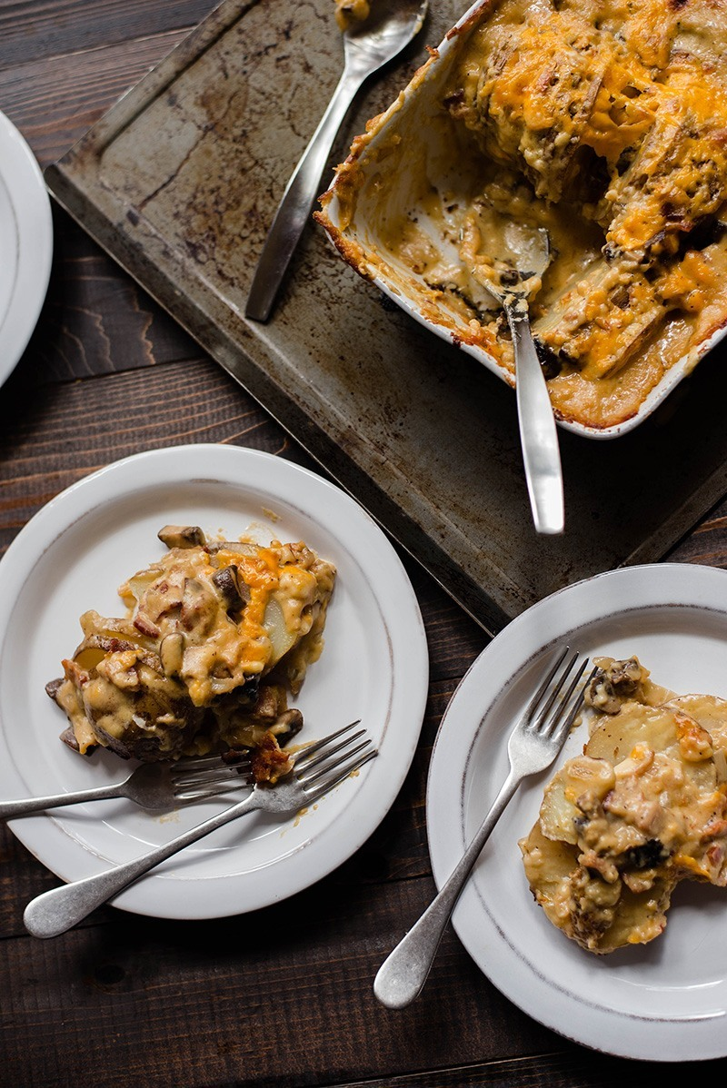 Cheesy Au Gratin Potatoes | Make your own homemade Cheesy Au Gratin Potatoes! This potatoes au gratin recipe is an easy, healthy, and flavorful upgrade to an old classic. | A Sweet Pea Chef