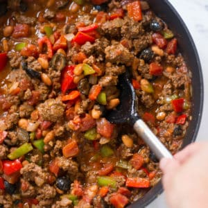 How To Make Homemade Chili (Easy Weeknight Dinner Idea!)