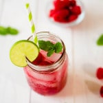 Non-Alcoholic Raspberry Mojito | Perfect for a baby shower, kids party, or lazy day at the pool. www.asweetpeachef.com