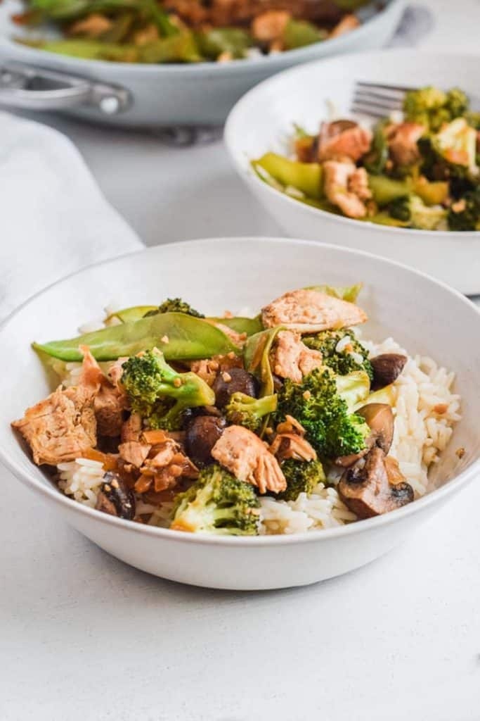 Looking for a nutritional meal ready in 30 minutes? Lovers of crisp and delicious veggies combined with tender cooked chicken breasts will adore this Healthy Chicken Stir Fry! (And it beats takeout any day!)