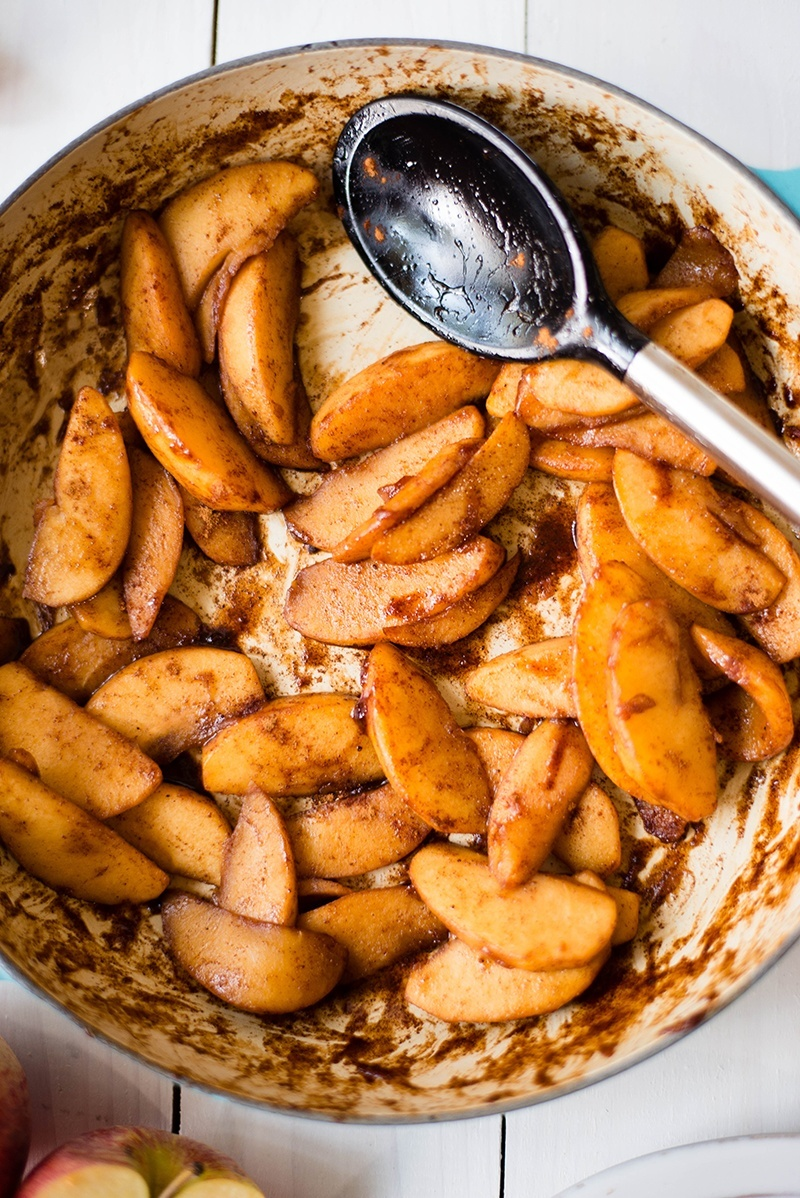 How To Make Cinnamon Apples | Easy, clean-easting, and fast cinnamon apples. www.asweetpeachef.com