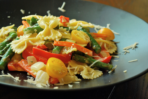 Pasta Primavera recipe and images by Lacey Baier, a sweet pea chef