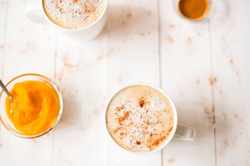 Healthy Pumpkin Spice Latte | Low calorie, high in protein, low carb, cream-free pumpkin spice latte without an espresso maker! www.asweetpeachef.com