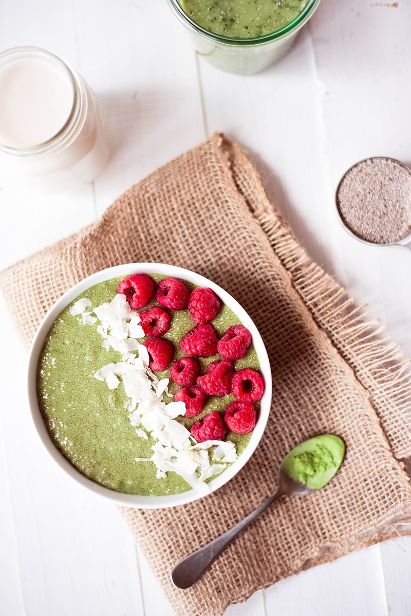 Matcha Chia Pudding | Just 5 ingredients, clean, healthy, and vegan matcha chia seed pudding that will make every day better. www.asweetpeachef.com
