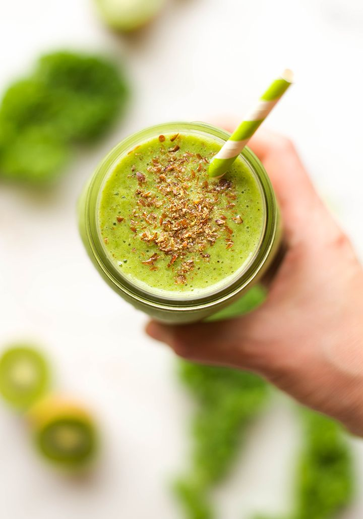 Kiwi And Kale Smoothie | This Kiwi & Kale Smoothie is so easy to make for breakfast or a snack and is loaded with fiber and protein to start your day off right. | A Sweet Pea Chef