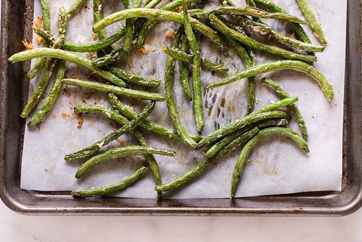 Parmesan Roasted Green Beans | Just 5 ingredients and 20 minutes to make this tasty and healthy veggie side! | A Sweet Pea Chef