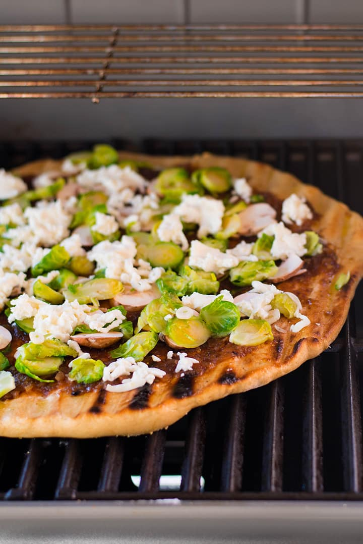 Grilling the healthy Pizza with Maple Onion Jam on the Weber grill.