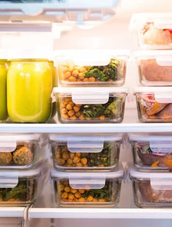 Welcome to your meal prep container guide! Meal prep containers are a fantastic way to store food and to keep your food fresh, which means more healthy food in your belly, an easier time reaching your healthy lifestyle goals, and less wasted food (which will save you time and money)!